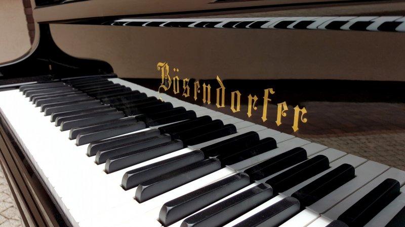 Dwa fortepiany w Mogilanach